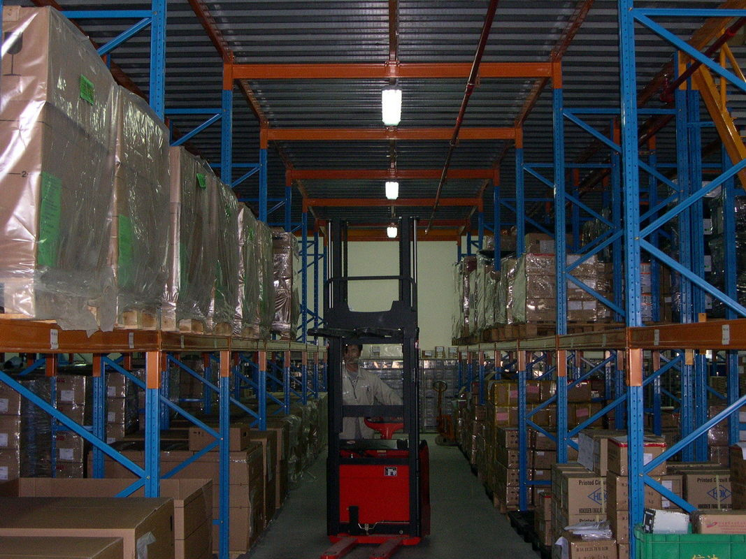 Industrial Heavy Duty Pallet Rack Spray Painting With